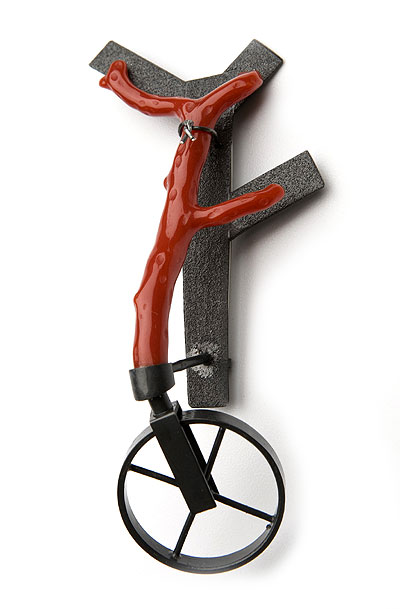 Rinaldo Alvarez - brooch 'Forced to be a tree when it's a bike 2008