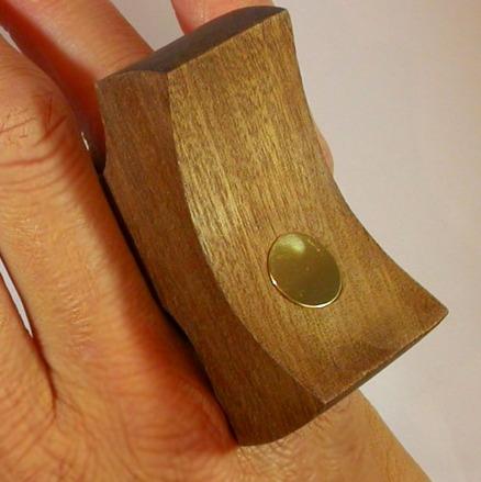 BOIS- concours Noces de bois Galerie E.Vanier 2009 - COSTANZA 'aupres de mon arbre-Naissance' -la bague est 1 pièce du puzzle4