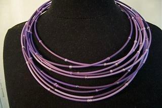 CARACTERE- collier 'courts-circuits' matériel détourné, fils électriques & perles7