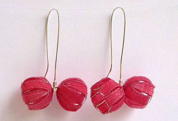 Dorit Schubert - earrings  'cherry' - bobbin lace