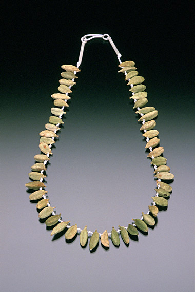 PARFUM - Sarah HOOD - Green cardamon necklace.jpg