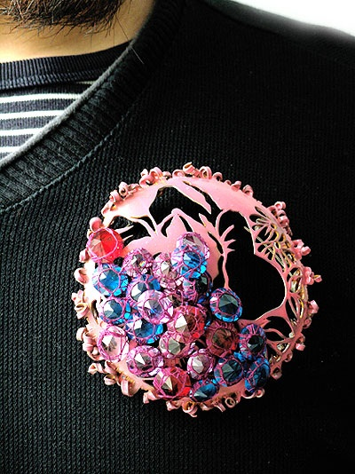 lisa juen - Brooch 'Pink Tradition' 2009- Steel, nail varnish,