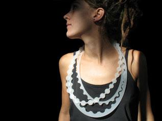 Julie USEL -collier de perles - PVC découpe laser