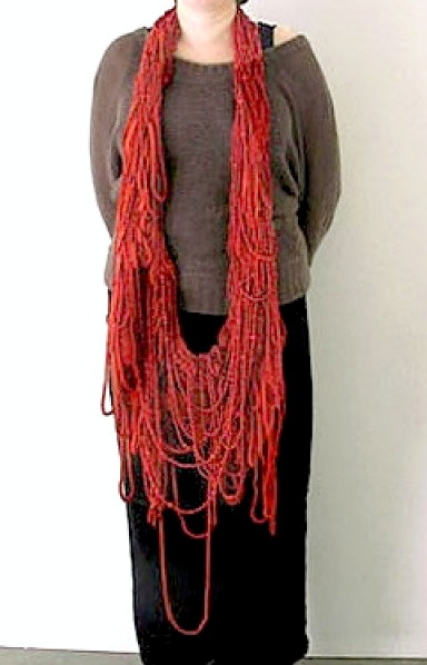 Willemijn de GREEF - necklace 'Weavings' -  wool, imitation coral, thread, plastic - 2