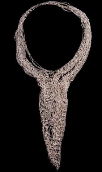 chaine- Dinie BESEMS -2002 - COLLIER 'Little Mat' composé des chaînettes prefabriquées en argent. Poinçonné. Ed. Chi A Paura