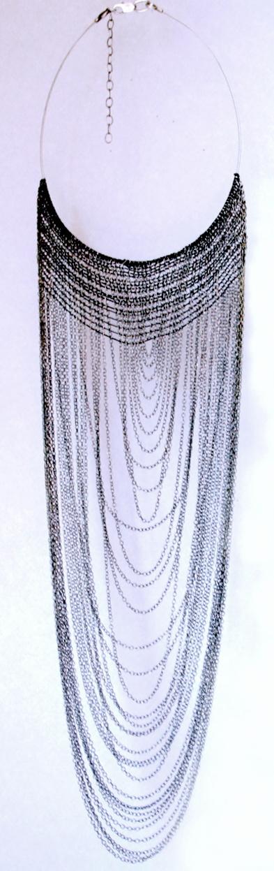 UTO- Ludivine Huteau- Collier argent et fil de soie, série Evanescences
