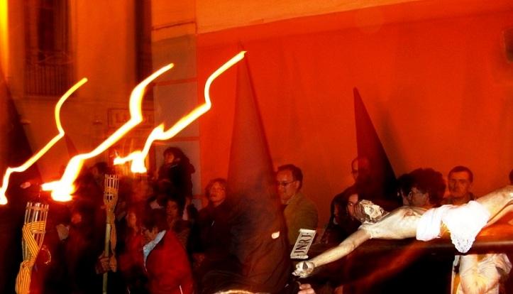 PETIT- Procession 'rouge'