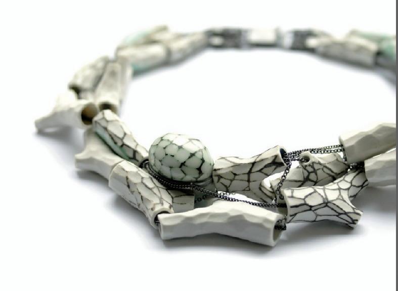 Terhi Tolvanen - collier 'Zig ZAg' de la serie 'woodland' - porcelaine, argent