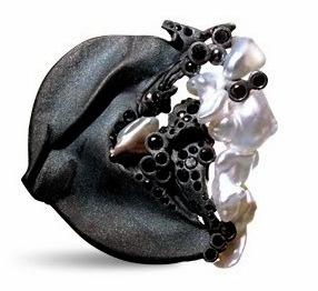 Thierry vendome - ERIKA - or noir sablé - perles Keshi du Japon