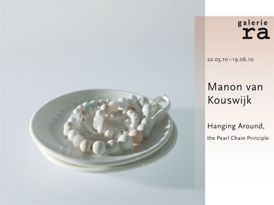 EXPO - Manon van Kouswijk- Hanging Around, the Pearl Chain Principle