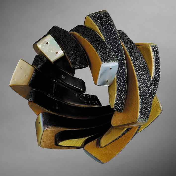 Jean-Francois PERENA - Bracelet, 1997- Cuir,  Galuchat de raie,  Nacre,