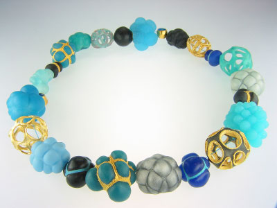 Beate Weiss - necklace -'Gavalon' - resin, colour, steel