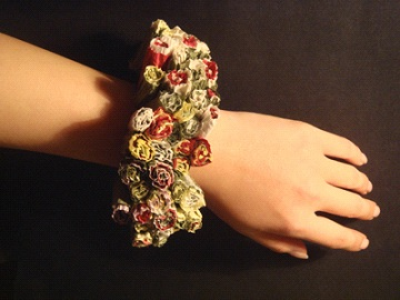 Shu hang Wu (China) - bracelet 'The language of flowers' paper