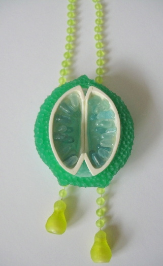 Tamara Grüner necklace Aulosphaera 2008 Porcelain, various plastics, pigment, pearls
